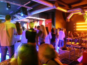 page_banner2_39_bigstock-club-full-with-people-173898